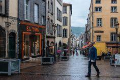 Clermont-Ferrand sous la pluie Wander, Street View, Europe, Photos, France Vacations, Cities, Rain, Exit Room, Travel