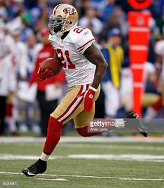 Frank Gore of the San Francisco 49ers runs for a touchdown during the NFL  game against 555358017