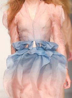Pantone Colors For 2016 ~ Rose Quartz And Serenity Fashion Details, Look Fashion, High Fashion, Womens Fashion, Fashion Design, Pastel Fashion, London Fashion Weeks, Mode Chic, Mode Style