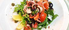 Otvoríme fľašu vína, nalejeme, pripijeme si. Recept na letný chobotnicový šalát podľa Viktora Fehera. http://varme.sk/recipe/letny-chobotnicovy-salat/