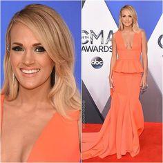 """Carrie Underwood (@carrieunderwood) vestiu Gauri & Nainika (@gauriandnainika) no 49th Annual CMA Awards, em Nashville. #CarrieUnderwood #GaurianNainika #CMA #CMAAwards #Nashville #GauriandNainika"" Photo taken by @dequemeolook on Instagram, pinned via the InstaPin iOS App! http://www.instapinapp.com (11/04/2015)"
