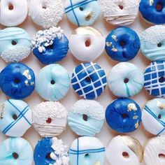 Fancy Donuts, Blue Donuts, Donut Decorations, Delicious Donuts, Donut Party, Cute Desserts, Dunkin Donuts, Dozen Donuts, Donut Recipes