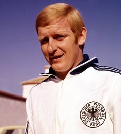 Karl-Heinz Schnellinger: Spielte von 1958 bis 1963 in Köln, absolvierte in dieser Zeit 24 Länderspiele.