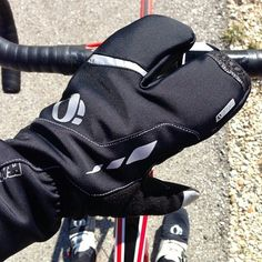 These are lobster gloves. You can use these as your winter cycling gloves to keep your fingers nice and toasty on those cold winter bike rides.