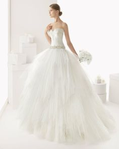 Vestidos de novia con volumen | Rosa Clará | http://boda20.com/2013/12/30/vestidos-de-novia-con-volumen/