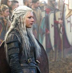 Viking Cosplay, Viking Costume, Vikings Ragnar, Vikings Tv Show, Viking Warrior, Viking Woman, Viking Queen, Viking Aesthetic, Lagertha Hair