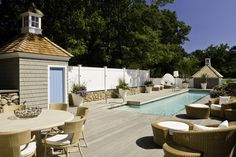 Inside a Relaxing Cape Cod Retreat Designed With Casual Elegance: http://www.deringhall.com/daily-features/contributors/dering-hall/inside-a-relaxing-cape-cod-retreat-designed-with-casual-elegance