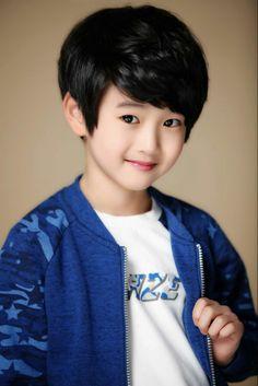 Handsome Kids, Suspicious Partner, Young Cute Boys, Korean, Kpop, Baby, Kids Fashion, Korean Language, Baby Humor