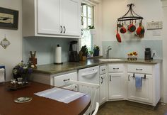 We simplified things using Frosty White #laminate cabinets with clean,Pershawstyle doors.