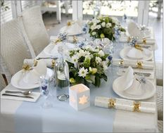 Tara's Sunrise Christmas table --- I would love to do this, it looks so elegant