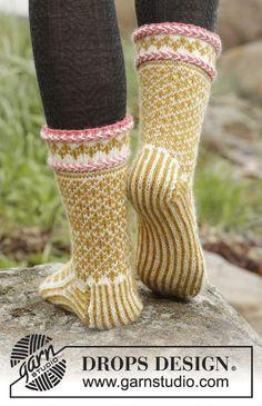 Ravelry: Hokey Pokey Socks pattern by DROPS design Fair Isle Knitting, Lace Knitting, Knitting Socks, Knitting Patterns Free, Free Pattern, Drops Design, Laine Rowan, Drops Baby, Boot Toppers