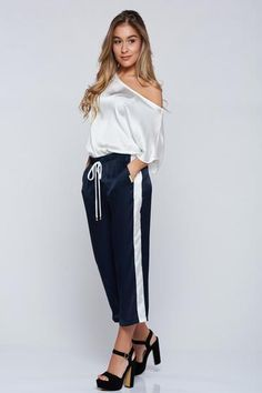 Pantaloni PrettyGirl albastru-inchis casual 3/4 cu buzunare - http://hainesic.ro/pantaloni/pantaloni-prettygirl-albastruinchis-casual-34-cu-buzunare-8ae48cdd5-starshinersro/
