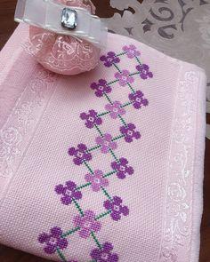 Cross Stitch Gallery, Cross Stitch Borders, Cross Stitch Rose, Cross Stitch Flowers, Cross Stitch Designs, Cross Stitch Patterns, Simple Embroidery Designs, Hand Embroidery Design Patterns, Bargello Needlepoint