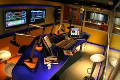 Metropolitan Fm 98.5 - Sao Paulo, Brazil. Just look at that gorgeous cobalt blue broadcast desk!