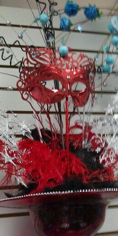 Centros De mesa en colores segun la eleccion De Cliente y tema mascaras, carnaval, etc.