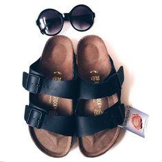 Spring Vibes.  #sunnies#birkenstock#sandals#spring#summer#lifestyle#blog#blogger#blogging#fashionista#fashion#instafashion#midwestbloggers#midwestblogger#fashionforward#fwis#sotd#fashionblogger#chicagoblogger#forever21#subglasses (at http://candidlyelyse.com)