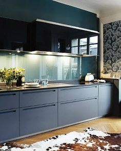 Teal splashback and drawers. THIS IS A GOOD SAFE ALTERNATIVE, NOT WHITE, NOT BRIGHT.