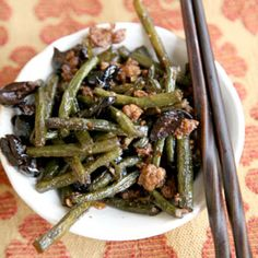 Wok-Charred Long Beans with Black Olives by Saveur. Black olives lend this dish a pungency similar to Asian shrimp paste. Wok Recipes, Vegetable Recipes, Asian Recipes, Healthy Recipes, Asian Foods, Chinese Recipes, Healthy Food, Asian Vegetables