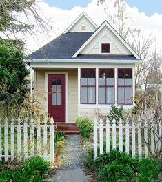 Jay Shafer of Tumbleweed Tiny House Company extol the virtues of living in a small space.