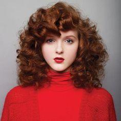 髮色褪色及髮根新生髮是染色髮不變的宿命,以往最直接的解決方式即是再重新上色補染;但密集性染髮,再加上沒有給予髮絲細心的呵...
