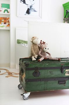 GREEN AS ACCENT COLOR IN A KIDS ROOM | THE STYLE FILES