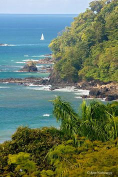 ✯ Dramatic rocky headlands of Manuel Antonio, Costa Rica