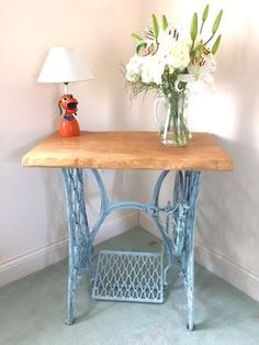 Vintage Antique Singer Sewing Machine base table with solid oak top with natural edges. Beautiful Singer table which has become a very (Top Design Ikea Hacks) Sewing Machine Tables, Treadle Sewing Machines, Antique Sewing Machines, Singer Table, Singer Sewing Tables, Old Sewing Tables, Mesa Singer, Repurposed Furniture, Painted Furniture