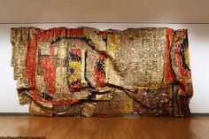 """El Anatsui is a Ghanaian sculptor active for much of his career in Nigeria. He has drawn particular international attention for his iconic """"bottle-top"""" (K Weaving Inspiration) Marlene Dumas, Contemporary African Art, Contemporary Artists, Ghana, Fondation Vuitton, Guggenheim Bilbao, Critique D'art, Art Du Monde, Art Africain"""