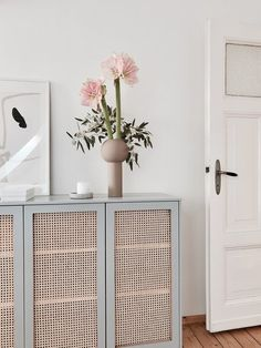 6 IKEA hacks for storage space with style Photo: karlas_view # storage space Furniture Makeover, Diy Furniture, Ikea Makeover, Bedroom Furniture, Diy Interior, Interior Design, Hacks Ikea, Ivar Ikea Hack, Diy Home Decor For Apartments