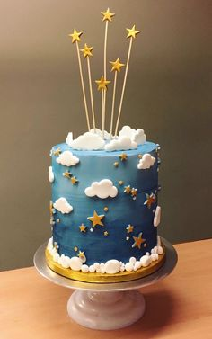 Star and moon birthday cake. Buttercream Biddys and Ophelias- Stern und Mond Geburtstagstorte. Buttercreme Biddys und Ophelien Star and moon birthday cake. Buttercream Biddys and … - Boys First Birthday Cake, Baby Birthday Cakes, Gold Birthday Cake, Birthday Cake Design, Baby Boy Cakes, Bolo Fack, Gateau Baby Shower, Pretty Cakes, Cute Cakes