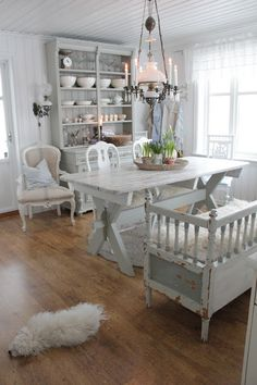 You can`t use up CREATIVITY. Shabby Chic Farmhouse, Shabby Chic Kitchen, Country Kitchen, All White Room, White Rooms, Cottage Style Homes, Cottage Chic, Vibeke Design, Dere