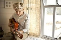 I really like this picture of niall not just because hes in it, but because of how photographically artistic it is. The Rule of Thirds is used so well (nialls body balancing the white light from the window) and the exposure is at a perfect setting. Its also a non-posed photo which gives it a candid feeling. Thank you, photographer (: one-direction-d loves
