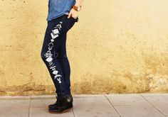 DIY jeans refashion: DIY Geometric painted jeans