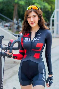 Asian bicyclist - Womens Bicycle - Ideas of Womens Bicycle - Asian bicyclist Bicycle Women, Road Bike Women, Bicycle Girl, Cycling Wear, Cycling Girls, Cycling Outfit, Men's Cycling, Female Cyclist, Look Girl