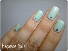 Nail art verde mint + falsas tachuelas. #mint #nailart #hagamosnails