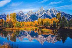 Parque Nacional Grand Teton, Wyoming: Vizinho de Yellowstone, um dos mais famosos parques americanos, Grand Teton impressiona principalmente quem o visita pelo fundo do vale Jackson Hole. Localizado a 1.950m acima do nível do mar, é cercado por montanhas que sobem como paredões a até 2.100m. Sem nenhuma colina atrapalhando a vista, os picos que dão nome ao parque são considerados os mais fotogênicos dos EUA.