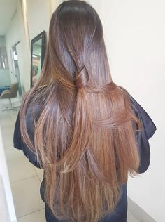 A straight Italian Guy, Lover of Long, Silky Hair. Hair Color And Cut, Brown Hair Colors, Long Hairstyles, Pretty Hairstyles, Hair And Beauty, Balayage Ombré, Brown Blonde Hair, Very Long Hair, Silky Hair