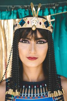 Cleopatra Costume and Makeup Ancient Egyptian Costume, Egyptian Goddess Costume, Egyptian Party, Funny Costumes, Diy Costumes, Adult Costumes, Costumes For Women, Woman Costumes, Pirate Halloween Costumes