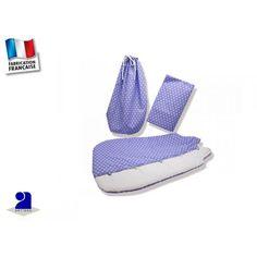 """Gigoteuse bébé 0-3 mois et drap housse, mauve  par Poussin Bleu     Belle parure de lit bébé pour compléter le trousseau de naissance!  Une gigoteuse, un drap housse et un sac baluchon assorti en cadeau!     Gigoteuse 0-3 mois  en coton et ouatinée, doublée coton  Fermeture par brides et boutons  Fermeture aux épaules par boutons     Appelée également """"turbulette """",  la gigoteuse remplace les couvertures trop dangereuses pour les nourrissons."""