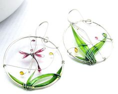 Aretes de libélula. Coloridos pendientes de plata con una libélula. Pendientes…