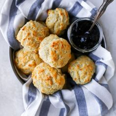 Buttery, tender, flaky, biscuits that are incredibly easy to make. These homemade biscuits can be made in about 25 minutes and go great with any meal! Buttermilk Drop Biscuits, Buttermilk Recipes, Buttery Biscuits, Homemade Biscuits, Biscuits And Gravy, Homemade Breads, Bread Recipes, Chicken Recipes, Yogurt Biscuit Recipe