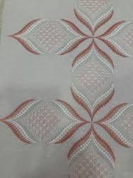 Resultado de imagen para rose au bargello avec bordure ouvrageé