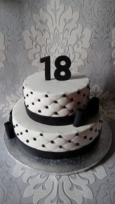 Tort biało-czarny glamour na 18 urodziny
