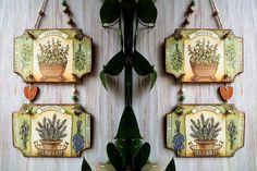 Placa de parede decorada com papel decoupage! Para inspiração #dicadodia #placas #decoupage #artesanato #flores #inspiração