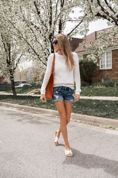 Two Casual Neutral Spring Looks