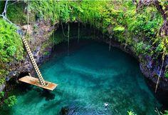 osua Ocean Trench được mệnh danh là hồ bơi khổng lồ đẹp nhất thế giới. Hồ năm gần Lotofaga, phía Nam của hòn đảo Upolu, Samoa, phía Nam Thái Bình Dương.