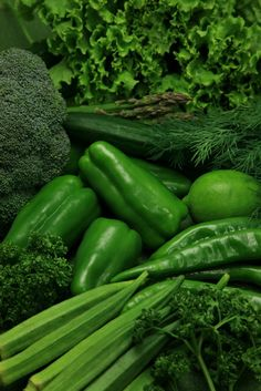 Juicing vs. Blending ~ When greens are combined with fruits they help regulate the blood to a healthier alkaline state. http://www.galeobrien.blogspot.com