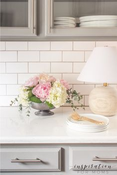 I'm sharing my best peony tips on how to select, prepare and even – how to arrange them. So let's talk everything peonies! | peonies | flower arranging tips | peony tips | flower tips | peony | Kitchen Quartz Counters, Diy Kitchen Cabinets, Painting Kitchen Cabinets, Peony Arrangement, Hydrangea Arrangements, Buy Peonies, Peonies And Hydrangeas, Shabby Chic Cottage, Shabby Chic Style