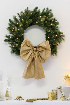 Ideas for making DIY Christmas wreaths- Idee per realizzare ghirlande natalizie fai da te Christmas garland with gold Christmas decorations, golden bow and garland of warm white led lights - natalizie fai da te pigne natalizie fai da te shabby Funny Christmas Ornaments, Gold Christmas Decorations, Christmas Cats, Christmas Holidays, Christmas Ideas, Xmas Wreaths, Christmas Inspiration, Shabby, Golden Bow
