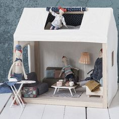 Welcome to home of Ginger Family from Danish toy maker, Maileg. This beautiful, modern doll house comes with furniture as beautiful as the house. Thehouseis c